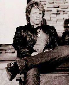 Jon Bon Jovi in black-and-white. @jonbonjovi.fangirl, Instagram.
