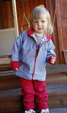Mit einem Schlüsselring am Reißverschluss kann dein Kind seine Jacke leichter schließen.   100 geniale Lifehacks für Eltern, die Dein Leben leichter machen