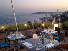 Top 15: Terrasses sur le toit   CHEZ SOI Photo: ©Swissotel The Bosphorus #deco #terrasse #toit #restaurant #hotel #voyage #istanbul #turquie