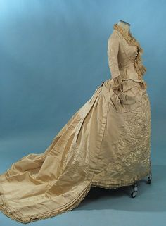 brussels lace dress 1880 | ... IVORY SILK FAILLE WEDDING GOWN DENSE EMBROIDERY & BRUSSELS LACE