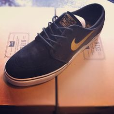 nike dunk chaussure ng de golf nike hommes de golf - Nike SB Stefan Janoski Anthracite Black University Gold | Footwear ...