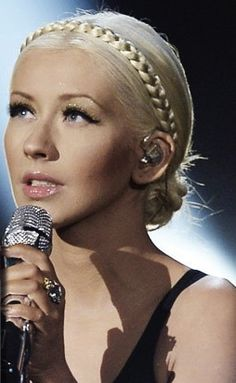 loved christina Aguilera's hair for the amas