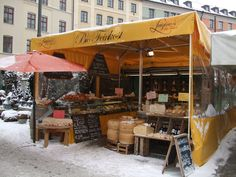 Viktualienmarkt_-_market_stall_of_cheese_-_Munich_-_geograph.org.uk_-_7730.jpg (640×480)