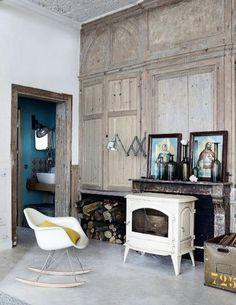 Houtkachel in robuust Frans interieur | Houtkachels & Haarden ...