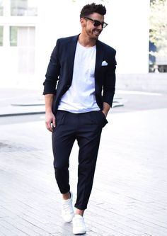 Squarely between fancy and lazy is the men's smart casual dress code. But what is the smart casual dress code and how did it come to be? Mens Fashion Blog, Fashion Mode, Mens Fashion Suits, Paris Fashion, Runway Fashion, Girl Fashion, Fashion Ideas, Style Fashion, Fashion Trends