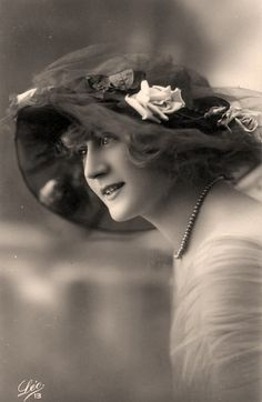 1920. So lovely.  (Is this why I love big hats and pearls?  I am fascinated by the Roaring 20's)