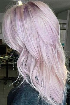 A touch of lilac for this blonde beauty pastel lilac hair, purple blonde hair, Pastel Lilac Hair, Purple Blonde Hair, Pastel Blonde, Plum Hair, Blonde Hair Looks, Hair Color Purple, Platinum Blonde Hair, Blonde Color, Purple Ombre