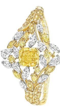 Les Blés de Chanel, la plus précieuse des moissons … 🌸 🌹 ᘡℓvᘠ □☆□ ❉ღ // ✧彡●⊱❊⊰✦❁❀ ‿ ❀ ·✳︎· FR MAY 26 2017 ✨ ✤ ॐ ⚜✧ ❦ ♥ ⭐ ♢❃ ♦♡ ❊ нανє α ηι¢є ∂αу ❊ ღ 彡✦ ❁ ༺✿༻✨ ♥ ♫ ~*~ ♆❤ ☾♪♕✫ ❁ ✦●↠ ஜℓvஜ . Fashion Bracelets, Fashion Necklace, Bangle Bracelets, Chanel Couture, Yellow Jewelry, Chanel Jewelry, Colored Diamonds, Yellow Diamonds, Pink Sapphire