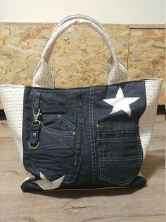 Denim Tote Bags, Denim Purse, Jean Purses, Purses And Bags, Mochila Jeans, Denim Ideas, Cute Handbags, Boho Bags, Recycled Denim