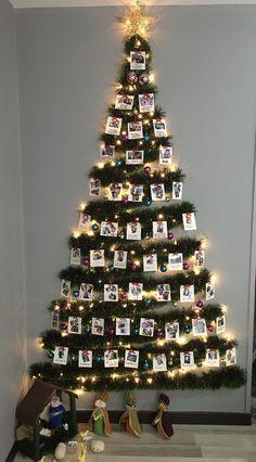 Wall Christmas Tree, Xmas Tree, Simple Christmas, Christmas Ornaments, Homemade Christmas Decorations, Xmas Decorations, Holiday Decor, Christmas Tree Inspiration, Navidad Diy