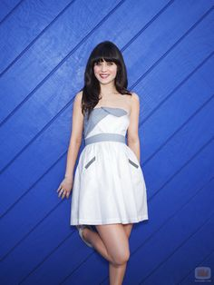 Cute stripey accents on this dress. For extra cuteness, Zooey's matched it with a pair of stripey shoes too!