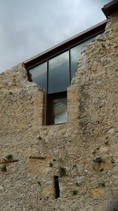 architektur glas stein schloss burg ruine – Marie-Theres Deutsch -… – Pinmenzilyolu – From Parts Unknown Houses Architecture, Architecture Design, Architecture Renovation, Contemporary Architecture, Adaptive Reuse, Castle Ruins, Ancient Ruins, Exterior Design, Restoration