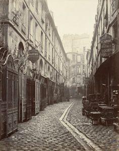 Cour du Dragon. Paris VIe. Circa 1868.  Date : circa 1868 Auteur : Charles Marville (1813-1879) Support : tirage sur papier albuminé, 27 x 33.8 cm Collection : State Library of Victoria