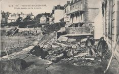 Saint-Malo, tempête du 28 et 29 novembre 1905 (Dégâts villas). Un mois plus tard, alors que les travaux de réparation ne sont pas achevés, une seconde tempête détruit à nouveau une partie de la digue... Digue, Yorkshire Dales, Villas, France, Architecture, Vintage, Brittany, Old Photography, Old Paris