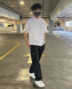 Street Style Outfits Men, Stylish Mens Outfits, Basic Outfits, Mode Outfits, Casual Outfits, Teenage Boy Fashion, Aesthetic Clothes, Streetwear Fashion, Street Wear