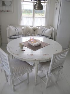 I love the Round table with the corner bench.