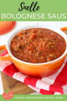 Fast pasta bolognese - Tasty and Simple - We show you how to make a quick bolognese sauce. A super easy recipe with minced meat that everyone - A Food, Good Food, Food And Drink, Yummy Food, Spaghetti Bolognese, Mozzarella Salat, Healthy Cooking, Healthy Recipes, Food Porn