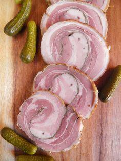 Warto poszukać ładnego, niezbyt tłustego kawałka surowego boczku, bo r olada z niego przygotowana nie dość że dobrze smakuje, to pięknie wyg... Smoking Cooking, Pork Recipes, Cooking Recipes, Home Made Sausage, Polish Recipes, Pork Dishes, Pork Ribs, Relleno, Food Photo