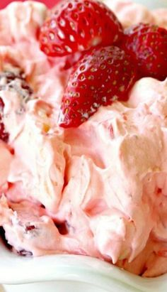 Strawberry Jello Fluff Salad - Food and drink - Salat Rezepte Fluff Desserts, Jello Recipes, Dessert Salads, Fruit Salad Recipes, Köstliche Desserts, Strawberry Recipes, Delicious Desserts, Yummy Food, Delicious Donuts