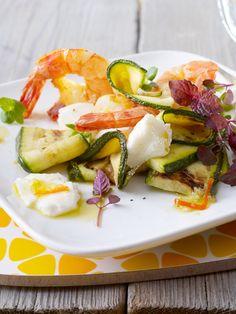 Mozzarella-Zucchini-Antipasti mit Garnelen