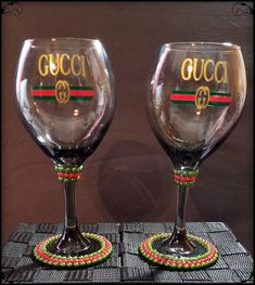 Gucci inspired w/pearls Wine Glass Set Customized Gucci Decorated Liquor Bottles, Decorated Wine Glasses, Painted Wine Bottles, Wine Glass Crafts, Wine Glass Set, Bottle Crafts, Alcohol Bottle Decorations, Wine Glass Designs, Diy Wine Glasses