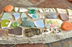 DIY Mosaic Stepping Stones Made with Flagstone