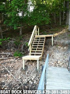 Resultado de imagem para how to build outdoor stairs to a boat dock Tile Stairs, Concrete Stairs, Deck Stairs, Wooden Stairs, Floating Boat Docks, Floating Stairs, Wooden Walkways, Outdoor Steps, Lakefront Property