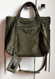 Balenciaga - love this olive suede New Balenciaga, Chanel, Mode Inspiration, Mode Style, Beautiful Bags, Pumps, Heels, Fashion Bags, Leather Bag