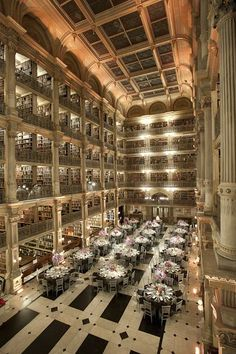 George Peabody Library, Maryland Take a visit to this stunning library at John Hopkins University. It's also used for events, such as weddings. Find out more at Peabody Events. Vow renewal in a beautiful library. Beautiful Library, Dream Library, Library Books, Baltimore Maryland, Libreria El Ateneo, Peabody Library, Johns Hopkins University, Decoration Table, Home Libraries