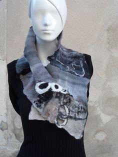 Tour de cou en lain feutrée nuno. : Echarpe, foulard, cravate par arlatine