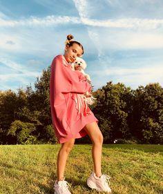 Gay,I am Millie Bobby Brown 🐶🔥 Millie Bobby Brown, Stranger Things Actors, Bobby Brown Stranger Things, Godzilla, Baby Brown, Brown Dog, Buffalo Classics, Baby Superhero, Look Star