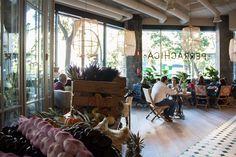 El nuevo restaurante de moda en Madrid de este 2015 se llama Perrachica. Un local enorme con aire neoyorquino e industrial y carta internacional.