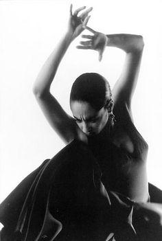 Flamenco shared by קคยl Ŧгคภςเร on We Heart It Modern Dance, Burlesque, Spanish Dancer, Dance Movement, Character Poses, Dance Fashion, Chant, Lets Dance, Dance Art