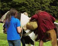 (gif) I don't know what's more adorable - Bilbo struggling to get on the horse disguised as a pony or Kili making fun of him. <3