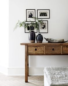 Un intérieur scandinave usé et patiné | PLANETE DECO a homes worldPLANETE DECO a homes world       I love how the pictures are arranged on the wall, and I love how the light foliage is a contrast to the thickness of the pottery