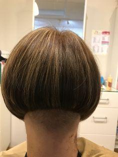 Shaved Bob, Shaved Hair Cuts, Shaved Nape, Shaved Sides, Short Hair Cuts, Edgy Haircuts, Stacked Bob Hairstyles, Cool Hairstyles, Short Bob Styles
