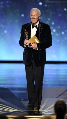 Academy Awards - 2012 Christopher Plummer wins Best Supporting Actor for… Academy Award Winners, Oscar Winners, Oscar Academy Awards, Hollywood Scenes, Hollywood Stars, Best Actress, Best Actor, Harry Winston, Vintage Hollywood