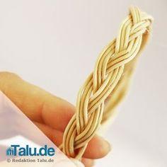Das Naturmaterial Peddigrohr ist flexibel und für viele, kreative Bastelideen einsetzbar. Diese zwei Flechtanleitungen werden Sie überraschen.