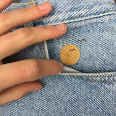Cute embellishment for Tween jeans! Painted Jeans, Painted Clothes, Jean Embroidery, Cross Stitch Embroidery, Embroidery Designs, Jeans Brodés, Diy Couture, Van Gogh, Needle And Thread