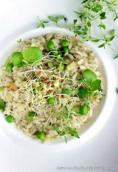 """ugotowany wcześniej zielony groszek oraz """"porwany"""" ser Kfc, Pesto, Risotto, Ethnic Recipes, Food, Essen, Meals, Yemek, Eten"""