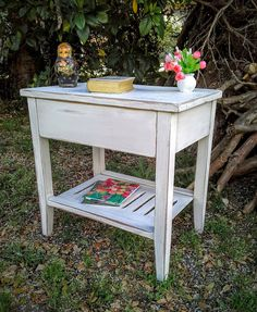 Mesa de Luz Patinada #shabbychic #nightstand #recyclefurniture #homedecor #furiniture retro #vintage