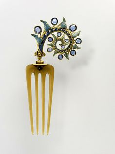 French Hair Comb - c. 1902-3 - by René Lalique (French, 1860-1945) - Ivy leaves, gold, enamel, sapphire, and horn - Art Nouveau - @Mlle