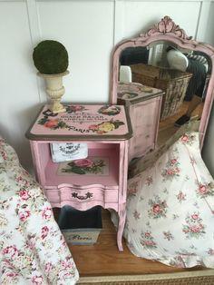 готовый комплект мебели http://salfetka-shop.ru/content/56-dekupazh-prikrovatnoy-tumby