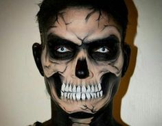 Looking for for ideas for your Halloween make-up? Browse around this site for cute Halloween makeup looks. Boy Halloween Makeup, Halloween Look, Fete Halloween, Zombie Makeup, Man Skull Makeup, Men Skeleton Makeup, Grim Reaper Makeup, Helloween Make Up, Zombies