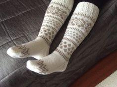 Sukat - Page 2 of 3 - Puikot ja kerä lankaa Knee High Socks, Knitting Socks, Knit Crochet, Slippers, Crafts, Fashion, Knit Socks, Moda, Manualidades