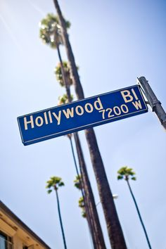 Visit Los Angeles' most glamorous neighborhoods and iconic sites with a sightseeing tour through Los Angeles, Hollywood and Beverly Hills!
