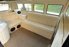 Paulista customiza uma velha Kombi, transformando-a em um verdadeiro cruzador terrestre para longas viagens rodoviárias    Muitas vezes a ...