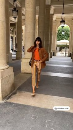 Cool Outfits, Fashion Outfits, Womens Fashion, Spring Hairstyles, Spring Street Style, Vacation Outfits, Paris Fashion, Wardrobe Staples, Me Too Shoes