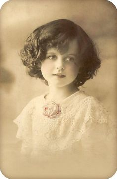 Free freebie printable vintage photo of girl