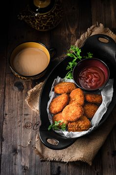 Making Chicken nuggets at home is an arduous affair? By fair means, its not. Here is a an ideal recipe of crisp juicy buttery chicken nuggets. Pub Food, Food Menu, Chicken Nuggets, Good Food, Yummy Food, Food Photography Tips, Best Chicken Recipes, Food Goals, Aesthetic Food